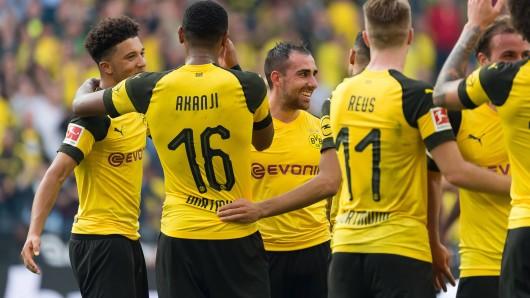 Borussia Dortmunds Wunderstürmer Paco Alcacer (m.).
