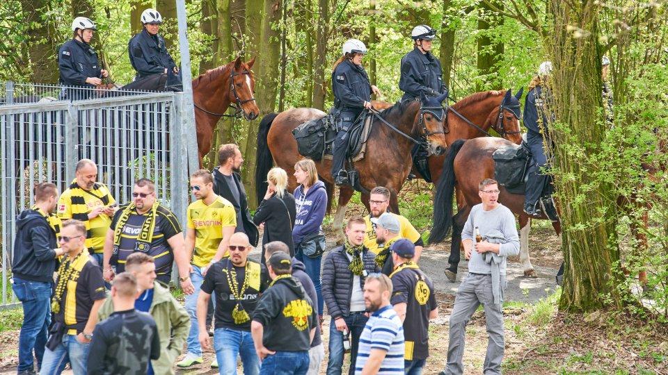 Im Mai 2017 wurde ein BVB-Fan von einem Security-Mitarbeiter offenbar übel zugerichtet.