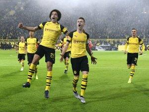 Wie im Rausch: Die BVB-Profis hatten in der zweiten Halbzeit gegen Bayern allen Grund zum Jubeln.