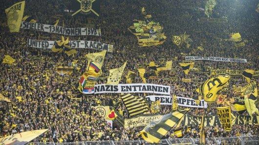 Der mit weitem Abstand größte Teil der Fans von Borussia Dortmund positioniert sich immer wieder gegen Rechtsextremismus.