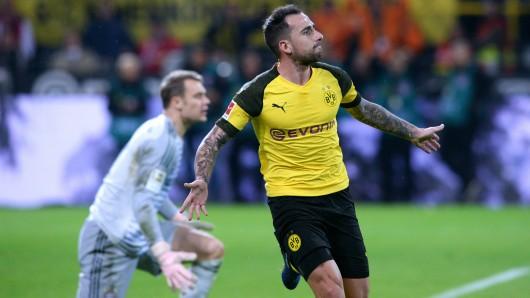 Paco Alcacer bleibt Borussia Dortmund langfristig erhalten.