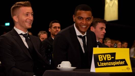 Marco Reus und Manuel Akanji auf der Mitgliederversammlung von Borussia Dortmund.