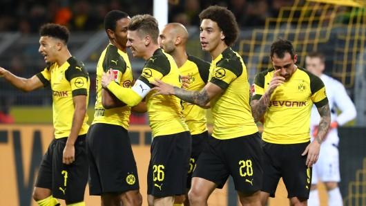 Beim Derby zwischen Schalke und Dortmund könnte der BVB die drei Punkte holen, die ihm von der Herbstmeisterschaft trennen.