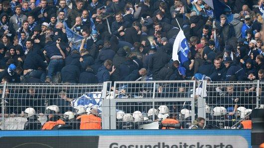 Beim Spiel zwischen Dortmund und Hertha ging die Polizei mit Gewalt gegen Berliner Fans vor.