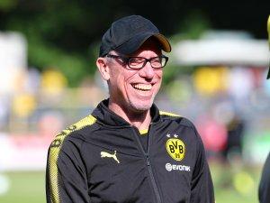 Peter Stöger hatte Borussia Dortmund in der vergangenen Saison in die Champions League gerettet.