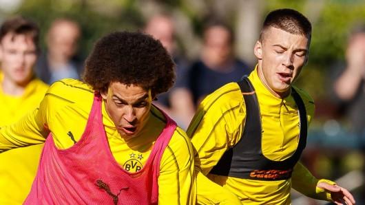 Zwei Mittelfeldmotoren von Borussia Dortmund unter sich: Axel Witsel und Tobias Raschl.