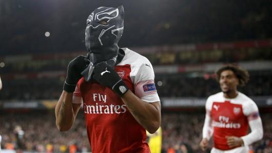 Ex-BVB-Star Pierre-Emerick Aubameyang jubelte beim FC Arsenal mit schwarzer Maske.