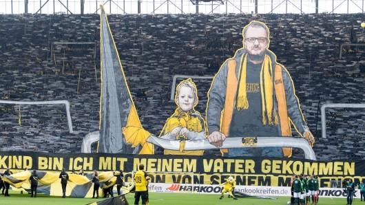 Vor dem Spiel zwischen Borussia Dortmund und dem VfL Wolfsburg gab es auf der Südtribüne eine beeindruckende Choreo.
