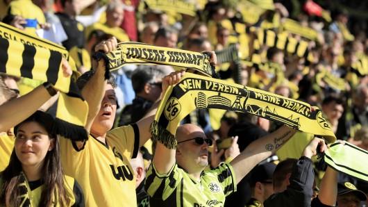 Die Fans von Borussia Dortmund wollen ihr Team am Samstagabend wieder siegen sehen.