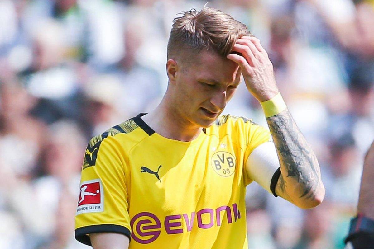 Borussia Dortmund Am Boden So Fies Treten Schalke Fans Nach