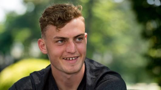 Borussia Dortmund Stürmer Jacob Bruun Larsen ist überglücklich.