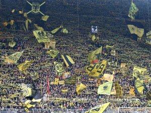 Fans von Borussia Dortmund gehen wegen eines Testspiels auf die Barrikaden.