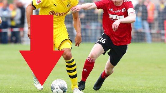 Beim Test von Borussia Dortmund beim SC Schweinberg erkannten viele BVB-Fans das große Loch in Mats Hummels' Schuh.