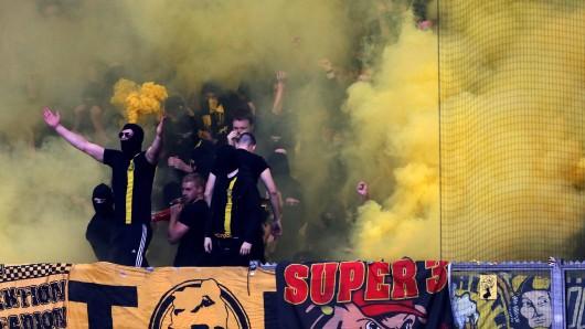 Beim Derby zwischen Borussia Dortmund und FC Schalke 04 gab es 2013 heftige Randale.