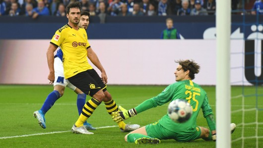 Schalke - Dortmund: Suat Serdar vergibt die größte von zahlreichen S04-Chancen.