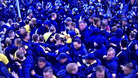 Ein einzelner Schalke-Fan brachte zahlreiche Fans von Borussia Dortmund auf die Palme.