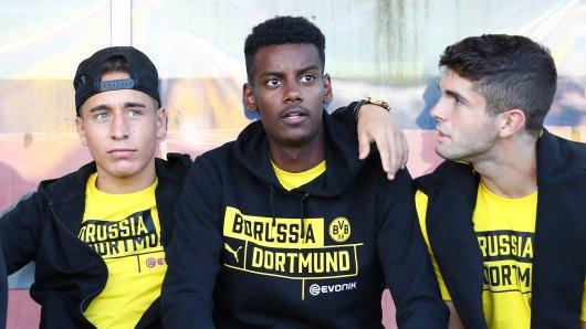 Emre Mor (r.) kam mit vielen Vorschusslorbeeren zu Borussia Dortmund. Jetzt gleicht seine Karriere einem Trümmerhaufen.