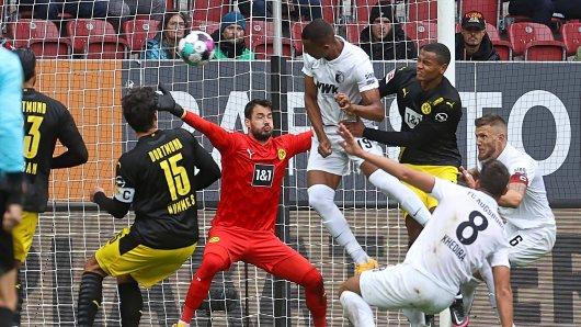 Borussia Dortmund: Die Niederlage gegen den FC Augsburg macht den BVB-Fans zu schaffen (Symbolbild).