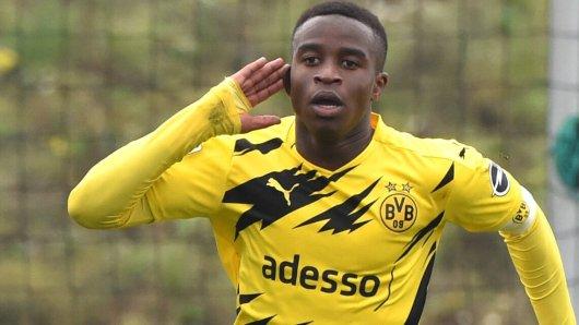 Borussia Dortmund: Youssoufa Moukoko scheißt den BVB zum Derby-Sieg – und muss sich einiges anhören.