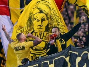 Auf Borussia Dortmunds Südtribüne wird die Fahne der Jubos (mit dem Gesicht von Stadtpatron Reinoldus für immer verschwinden.