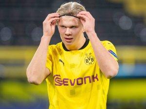 BVB-Star Erling Haaland posiert in Unterhose.