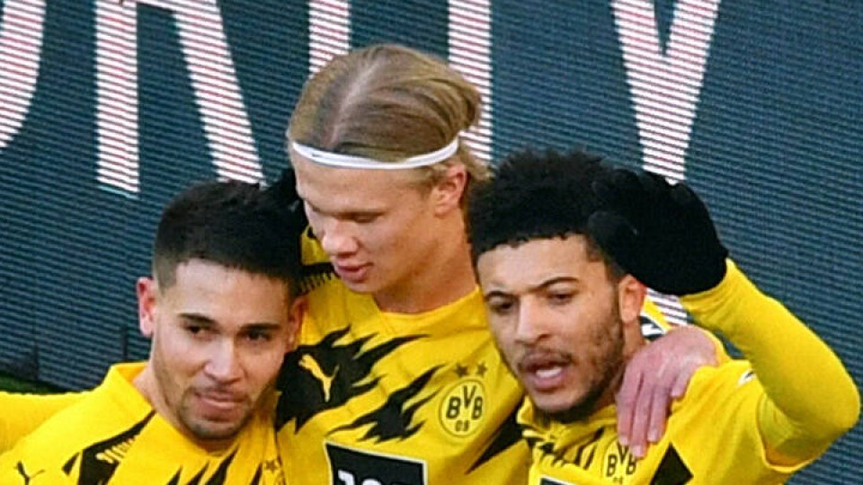 Bei Borussia Dortmund fällt nach Jadon Sancho (r.) auch Raphael Guerreiro (l.) gegen Sevilla aus. Erling Haaland (m.) ist dagegen zurück im Training.