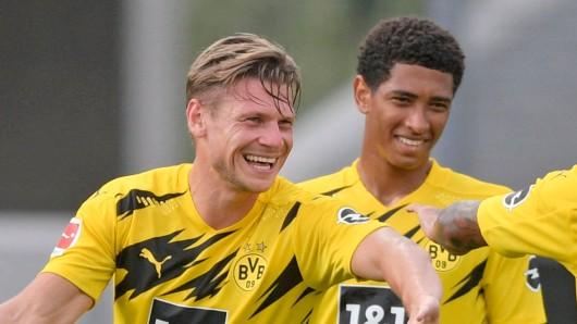 Bei Borussia Dortmund ist er mit 17 Jahren bereits Stammspieler – jetzt soll Jude Bellingham (r.) schnellstmöglich verlängern.