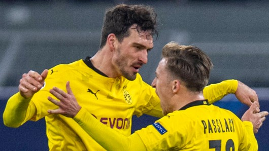 Bleiben Teamkollegen bei Borussia Dortmund: Felix Passlack (r.) und Mats Hummels.