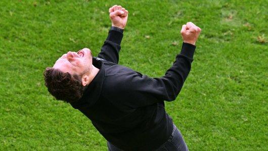 Borussia Dortmund: Edin Terzic jubelt über den BVB-Sieg.