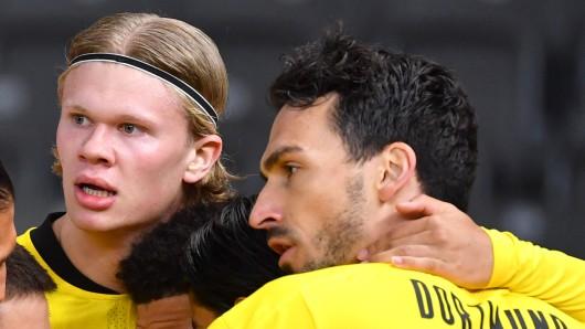 Borussia Dortmund hat sich mit Mats Hummels (r.) auf eine Vertragsverlängerung verständigt.