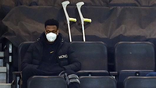 Bei Borussia Dortmund sah man Dan-Axel Zagadou in den letzten Monaten meist mit Krücken.