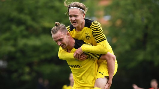 Borussia Dortmund: Julian Rijkhoff (r.) beweist während der Länderspielreise mit einer tollen Geste großes Herz.