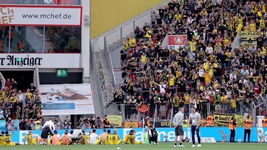 Fans von Borussia Dortmund protestierten vor dem Stadion.