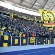 """Mit einem großen """"Hooligans""""-Banner präsentierte sich die Gruppe """"0231 Riot"""" beim Bundesligaspiel des BVB in Berlin."""