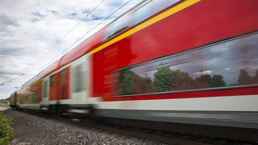 Mit völlig überfüllten Zügen musst du am Japan-Tag rechnen. (Symbolbild)