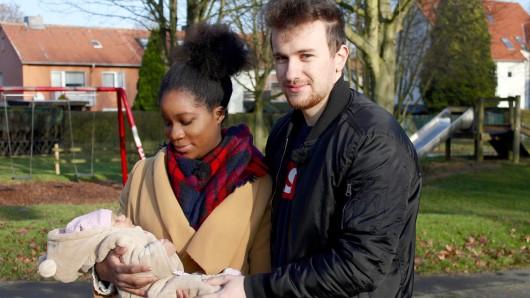 Monica (19) und Ramon (21) mit Baby Ava.