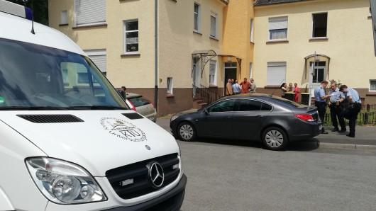 Ein Rentner wurde in seiner Wohnung in Dortmund brutal überfallen.