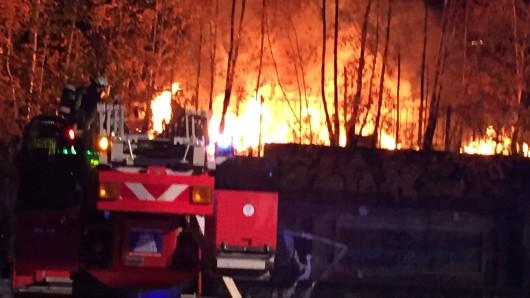Das Feuer am DB-Bahngelände in Dortmund war schon von weitem zu sehen.