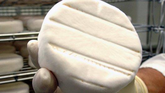 Der Käse wurde glücklicherweise nur in Filialien von REWE Dortmund und Kaufpark Nordrhein-Westfalen verkauft. (Symbolfoto)