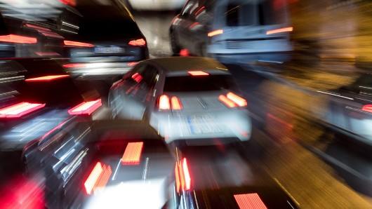 Auf der A2 ist es am Donnerstagnachmittag zu einem schweren Lkw-Unfall gekommen. Nun staut sich der Verkehr bei Dortmund massiv.