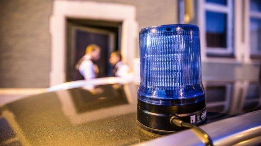 Unbekannte haben einen Familienvater (34) in Dortmund niedergeschlagen. Nun ermittelt die Polizei die Hintergründe der brutalen Tat.