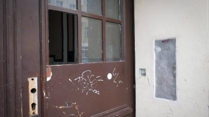 Dortmund: In einem Doppelhaus wohnt eine unbekannte Anzahl von Menschen, zu denen viele Kleinkinder gehören. Sie spielen sogar mit Ratten und füttern diese. (Symbolbild)
