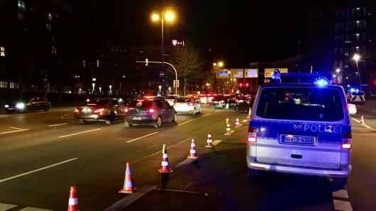 Am Wochenende hat die Polizei einen Großeinsatz gegen Raser in Dortmund durchgeführt. 280 getunte Fahrzeute und knapp 450 Personen sind kontrolliert worden.