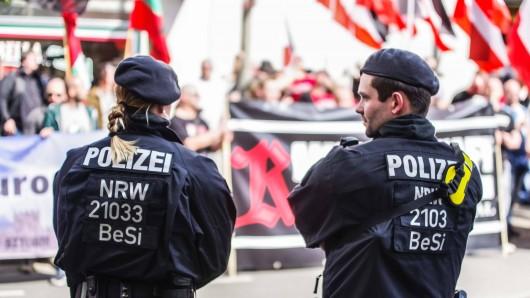 Polizisten bei einem Neonazi-Aufmarsch in Dortmund im Mai 2019. (Archivfoto)