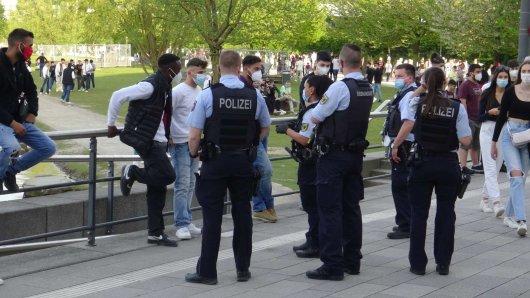 In Dortmund hatten Polizei und Ordnungsamt am Phoenix-See gut zu tun.