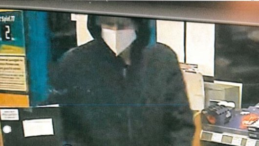 Dieser Mann wird gesucht, er hat eine Tankstelle in Dortmund überfallen.
