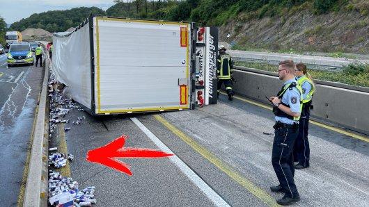 Auf der A45 Richtung Dortmund kippte ein Laster um.