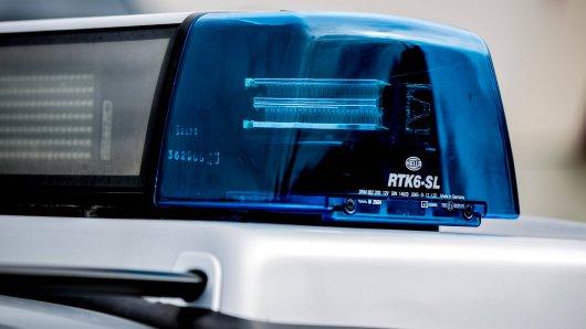 Eine Schneise der Verwüstung, was ein Autofahrer in Dortmund hinterlassen hat. (Symbolfoto)