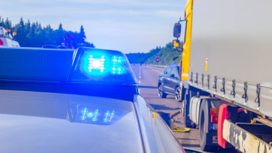 Die Autobahn-Polizei hat auf der A2 bei Dortmund eine heftige Entdeckung an einem ausländischen Lkw gemacht. (Symbolfoto)