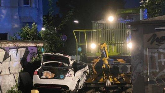 Dortmund: Der Wagen wurde durch den Aufprall stark beschädigt.
